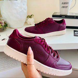 NWT Nike Air Jordan 1 retro Bordeaux shoes